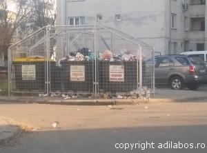 gunoi in curtea blocului2