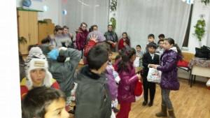 copii in clasa cu cadouri