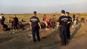 politisti cu refugiati1