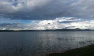 nori munti si lac in Madagascar