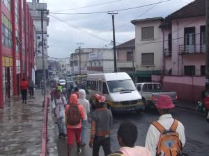 oameni si masini Antananarivo Madagascar4