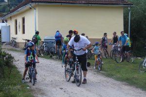 cu biciclete inainte de start 1